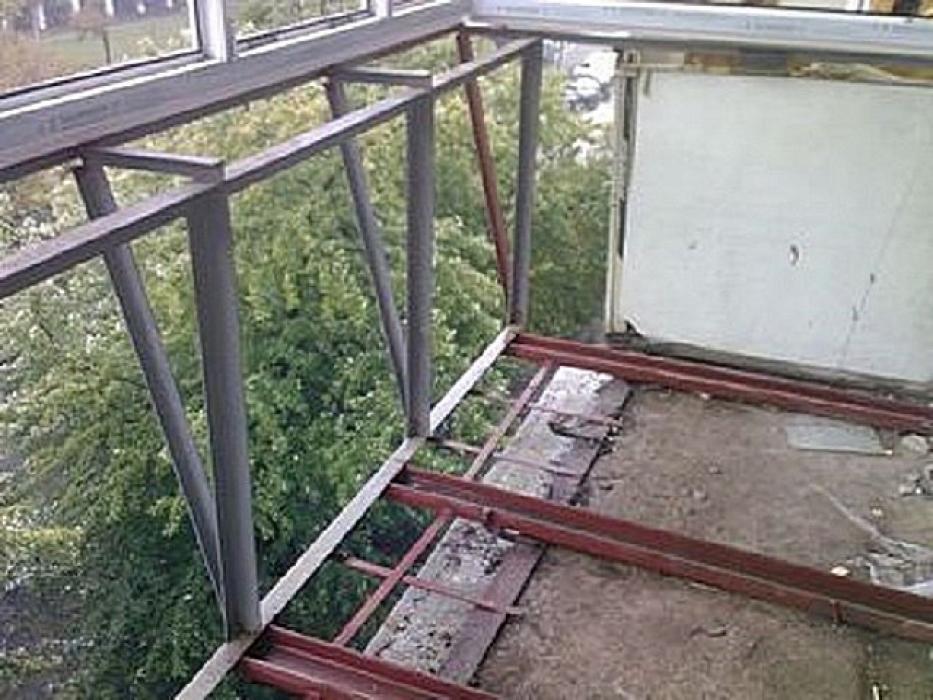 Балкони пластикові, виготовлення балконів під ключ 4окна.